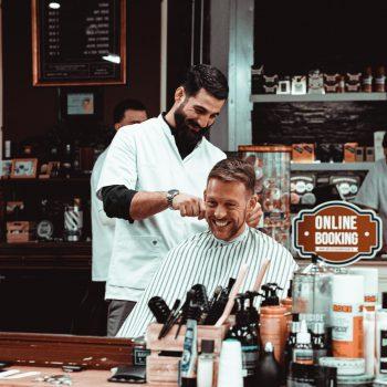 Ivan aan het werk bij Barbershop Utrecht Brothers